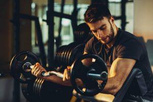 entrenamiento con pesas curl para bíceps